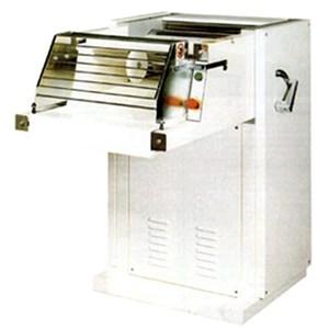 LAMINATOIO AUTOMATICO Mod. CR500 - Struttura in duralluminio ed acciaio - Lunghezza cilindri cm 52 - Alimentazione 400V 50/60Hz TRIFASE - Potenza Kw 2,2 - Dimensioni cm L 111 x P 80 x 113 H - NORMA CE