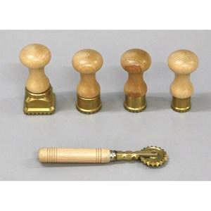 Stampo ravioli tondo in ottone - VALTROMPLINA Linea - Codice sf100  - Diametro cm 3,4 - Imballo confezione da n. 1 Unità